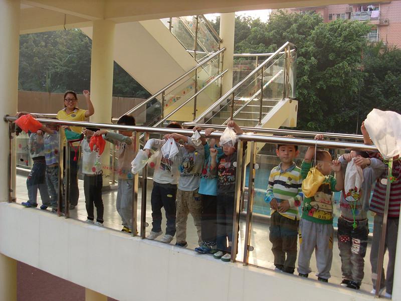 幼儿园教室墙面设计降落伞